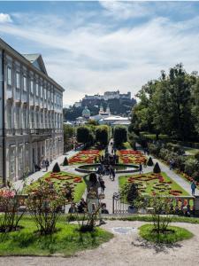Schloss Mirabell Garten 1