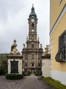 Stift Zwettl Weg zur Stiftskirche 2